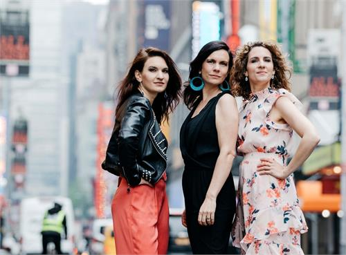 "The Schick Sisters – ""CLOSE TOGETHER"""